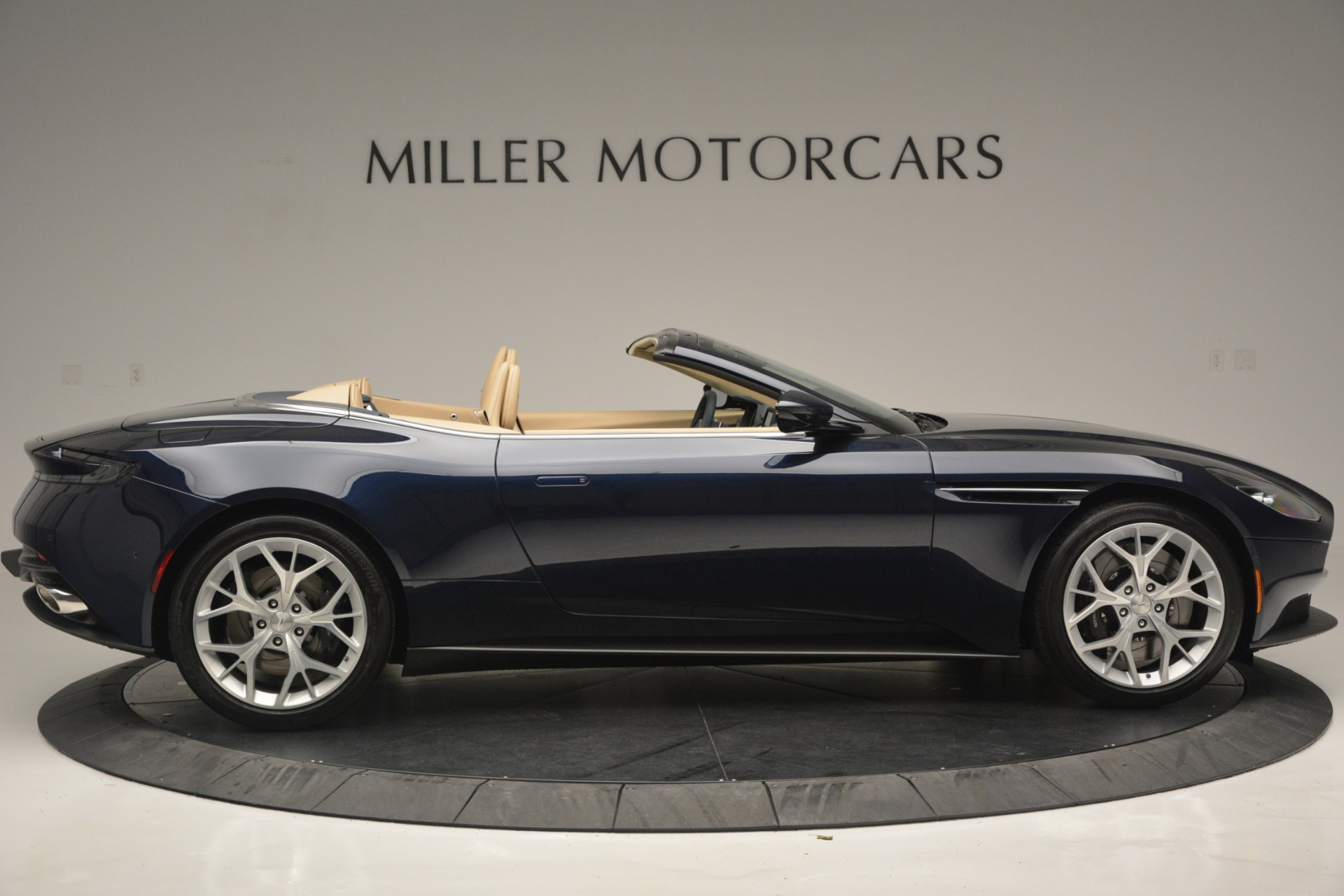 New 2019 Aston Martin DB11 Volante Volante | Greenwich, CT