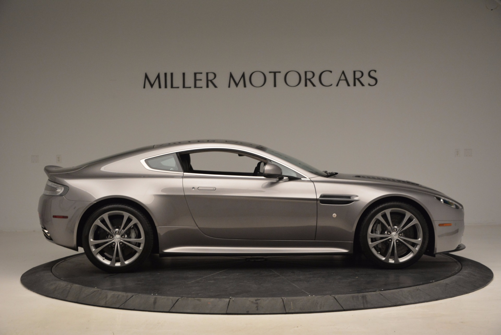 Used 2012 Aston Martin V12 Vantage Greenwich Ct