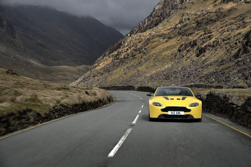 New-2017-Aston-Martin-V12-Vantage-S