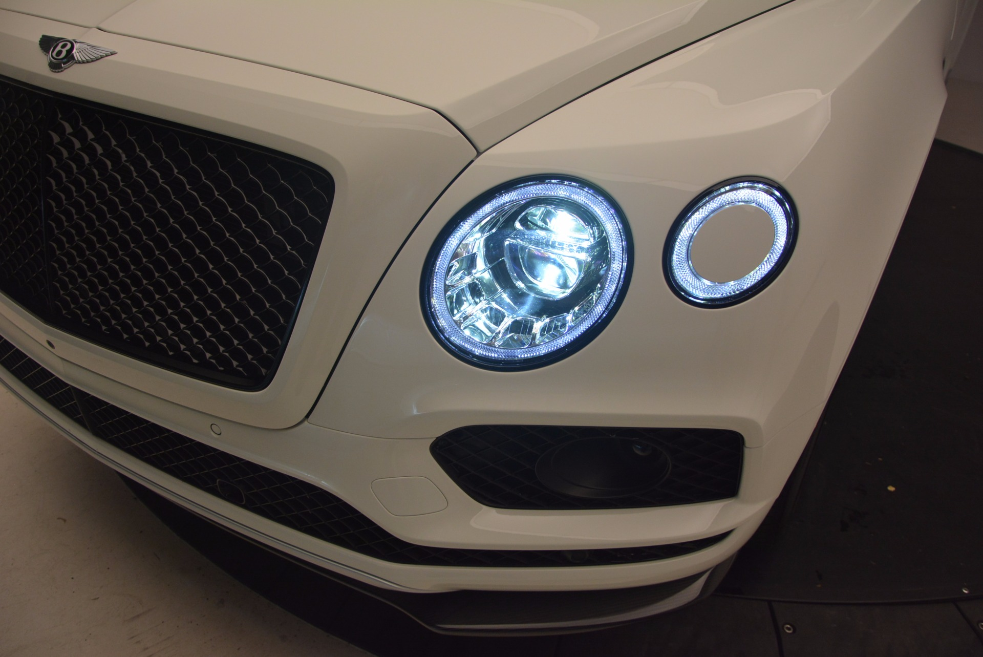 New-2018-Bentley-Bentayga-Black-Edition