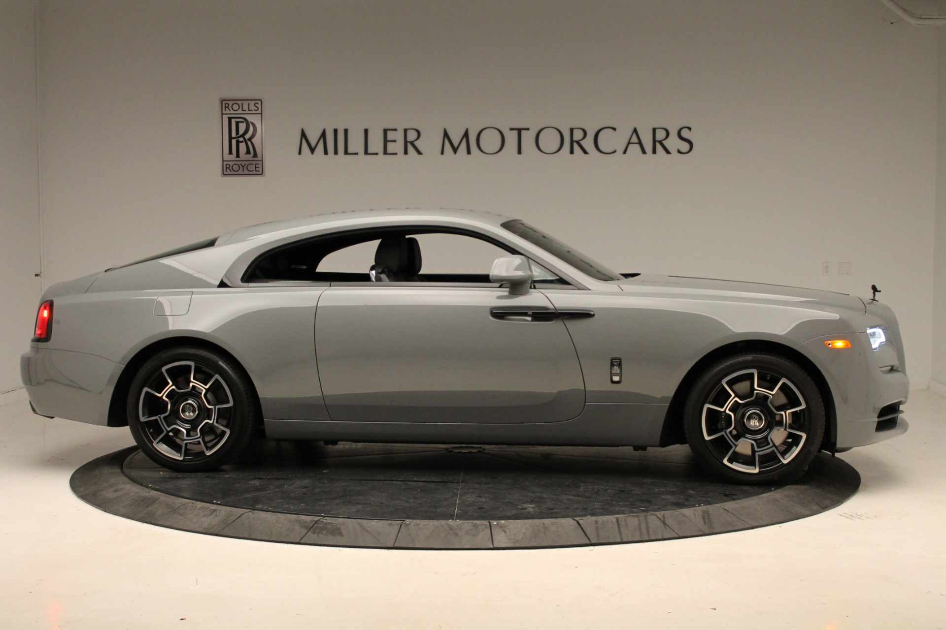 New-2018-Rolls-Royce-Wraith-Black-Badge
