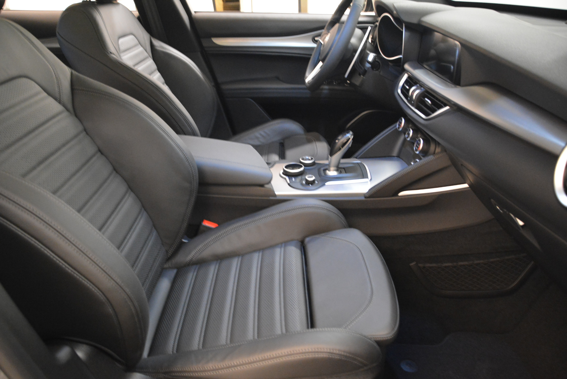 New-2018-Alfa-Romeo-Stelvio-Ti-Sport-Q4