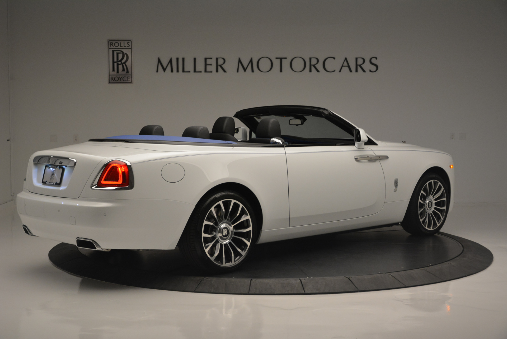 Used-2018-Rolls-Royce-Dawn