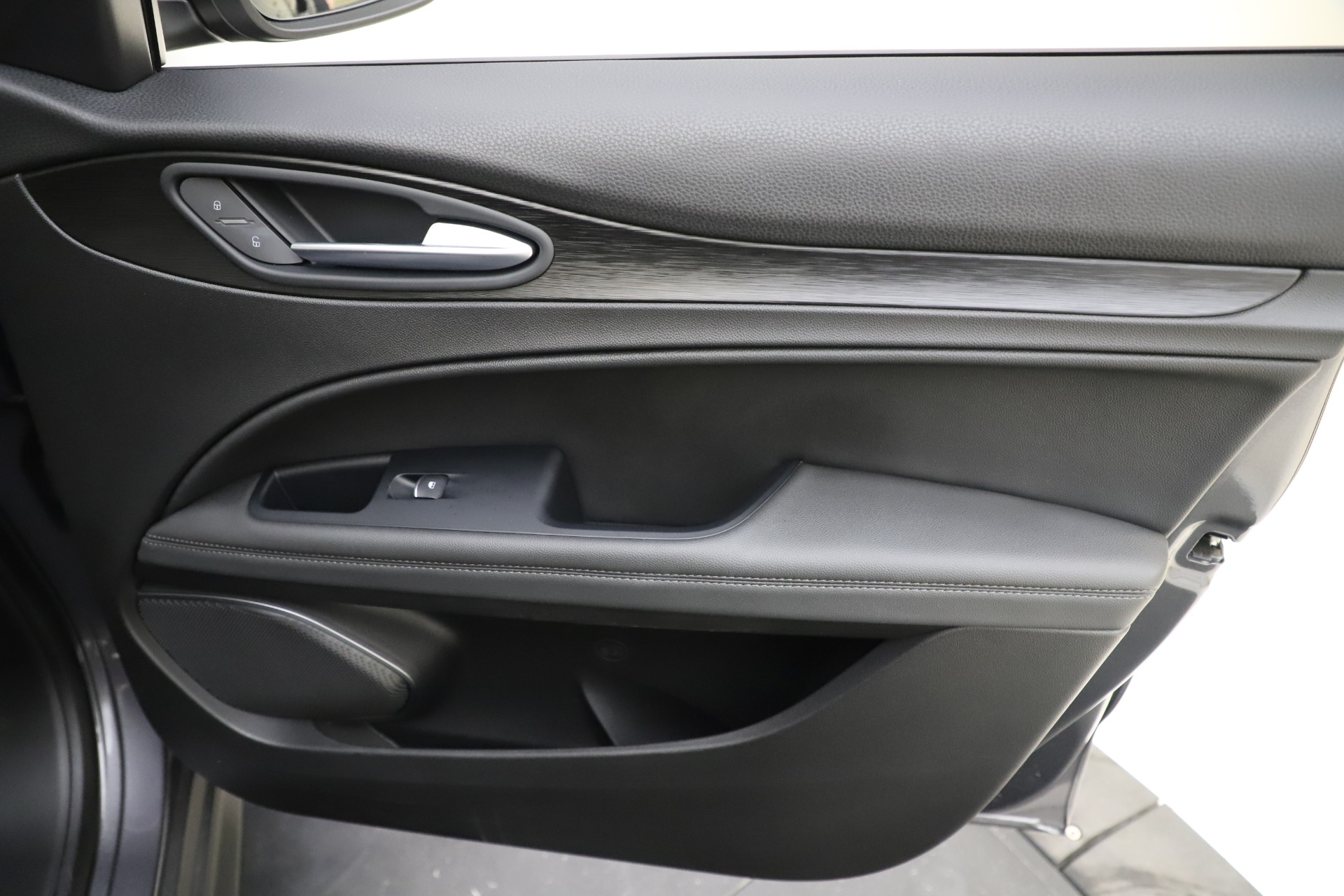 Used-2019-Alfa-Romeo-Stelvio-Q4