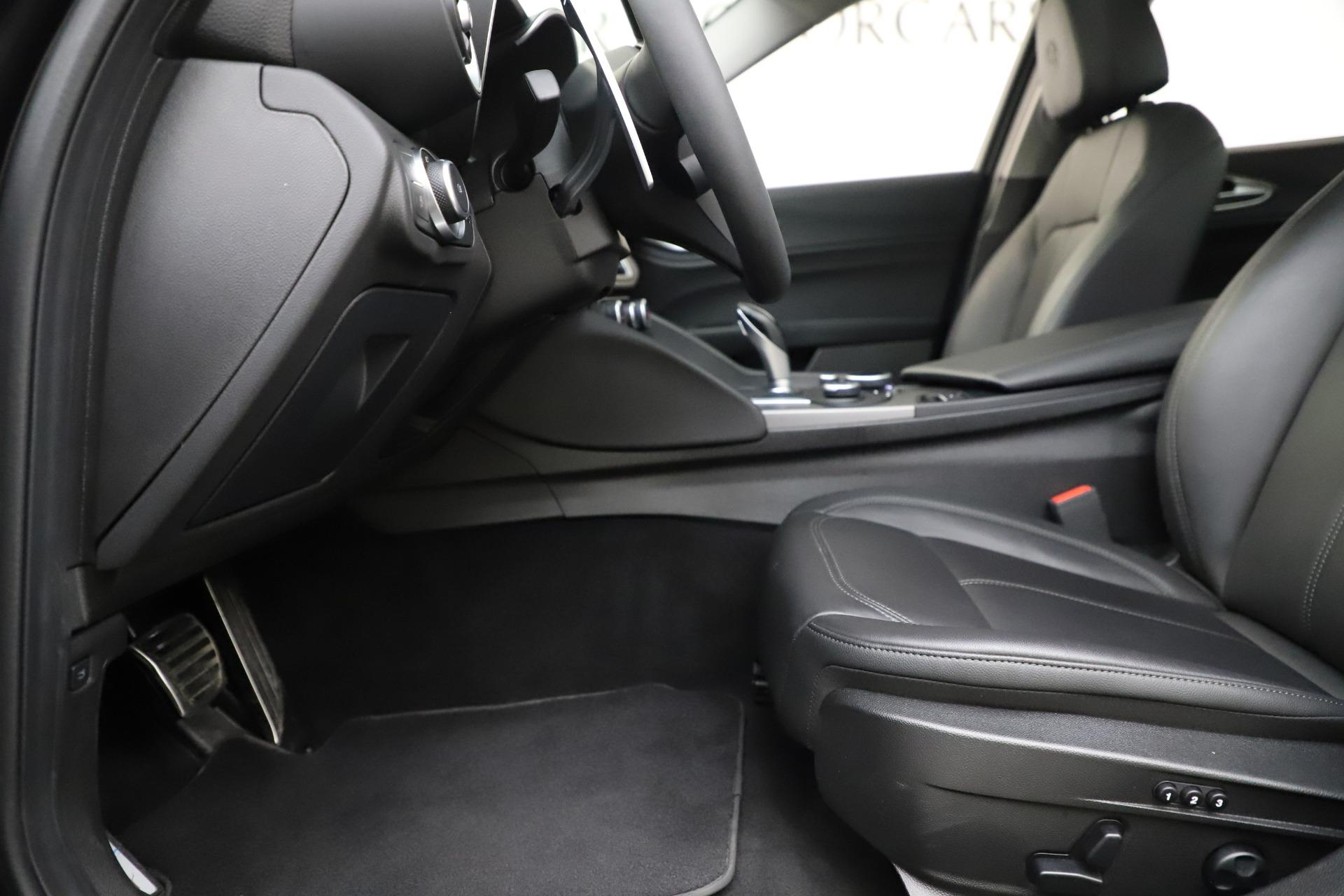 Used-2019-Alfa-Romeo-Giulia-Sport-Q4