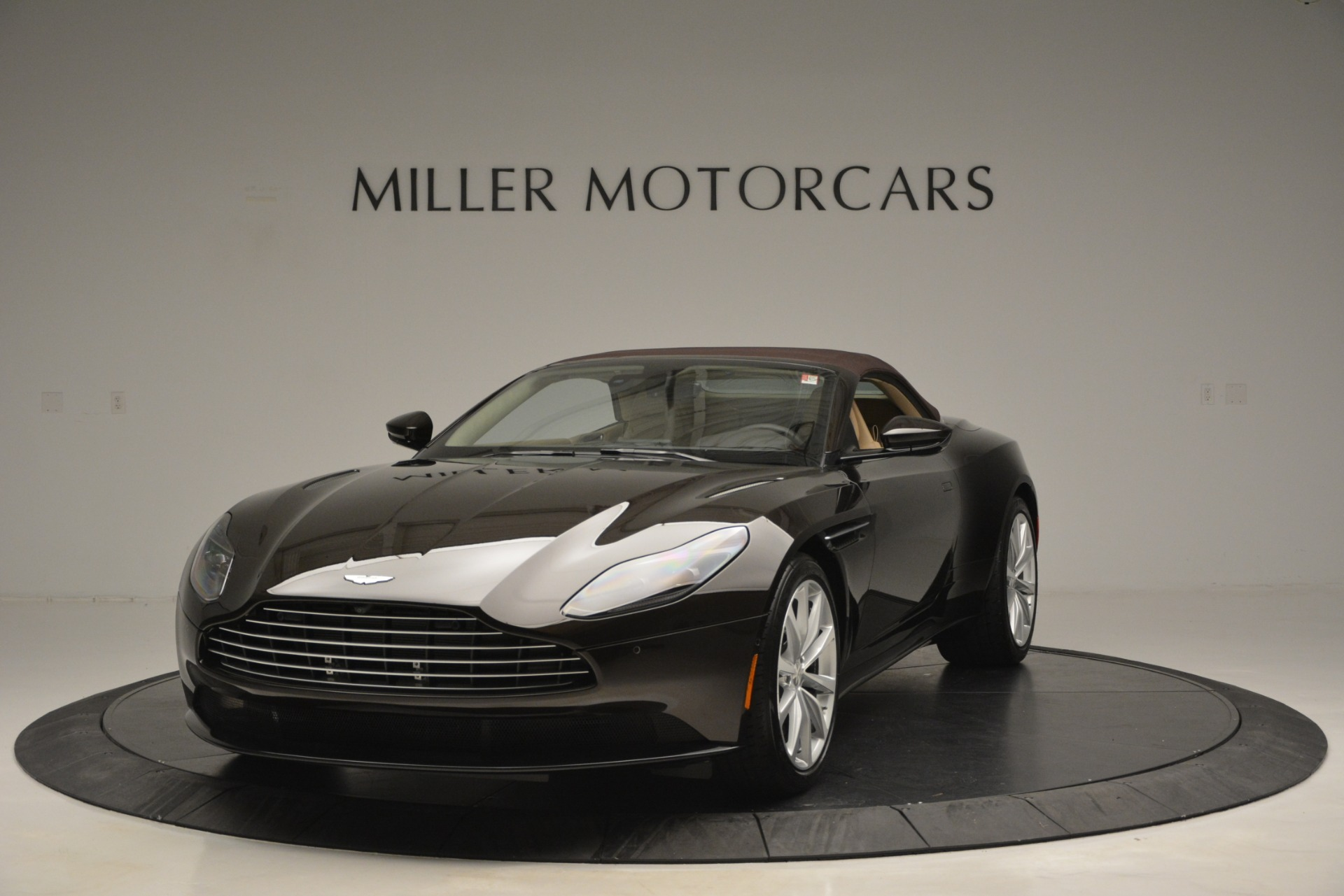 New-2019-Aston-Martin-DB11-V8