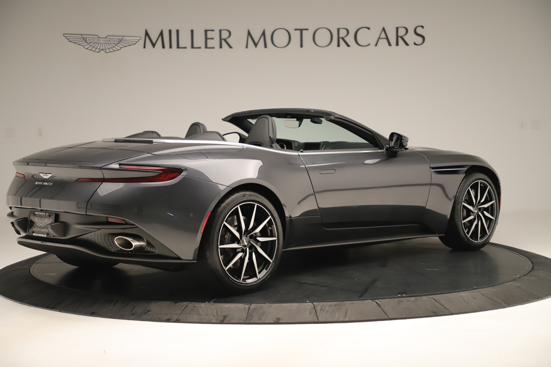 New-2019-Aston-Martin-DB11-V8