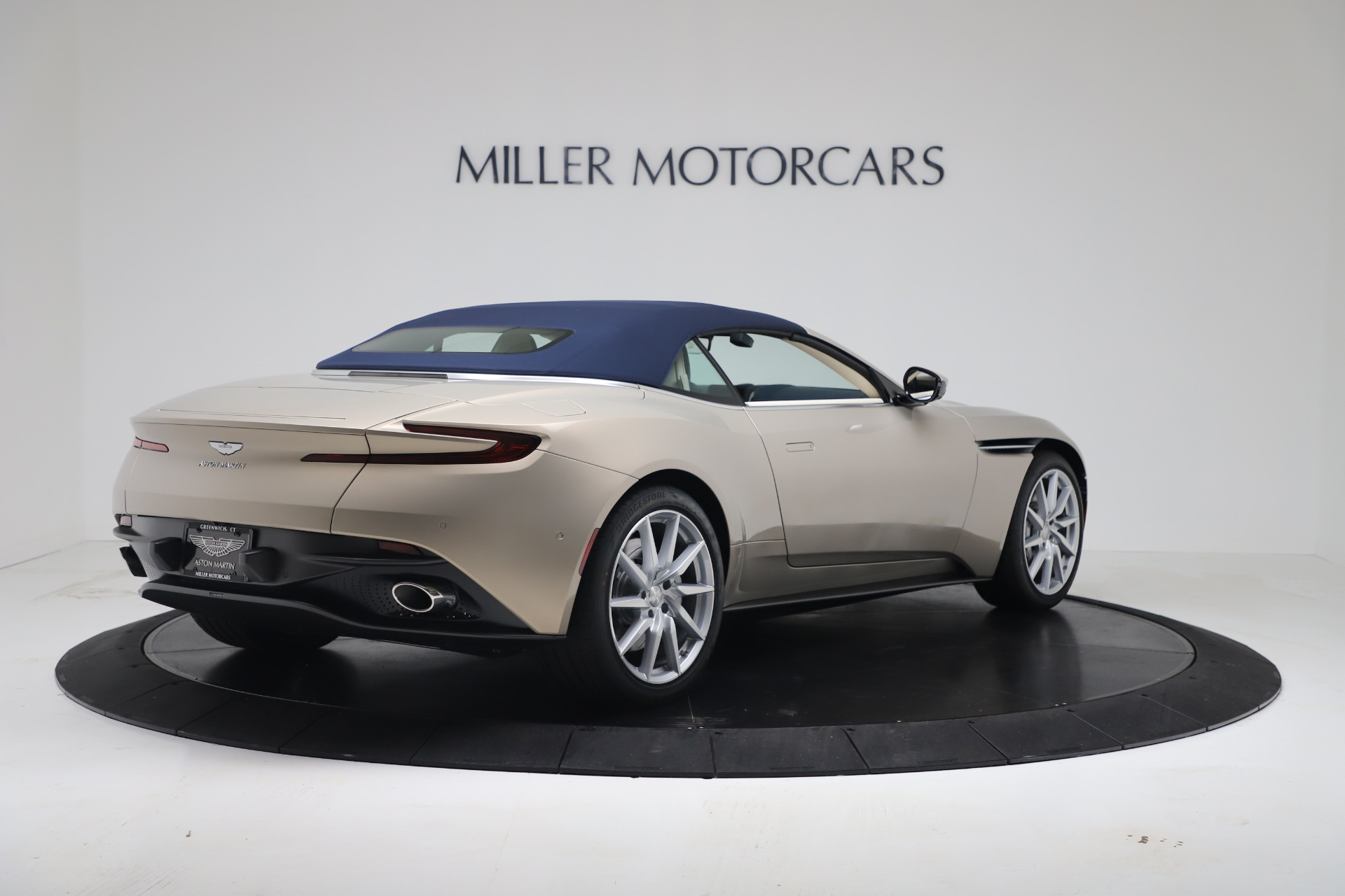 New-2020-Aston-Martin-DB11-Volante-Convertible