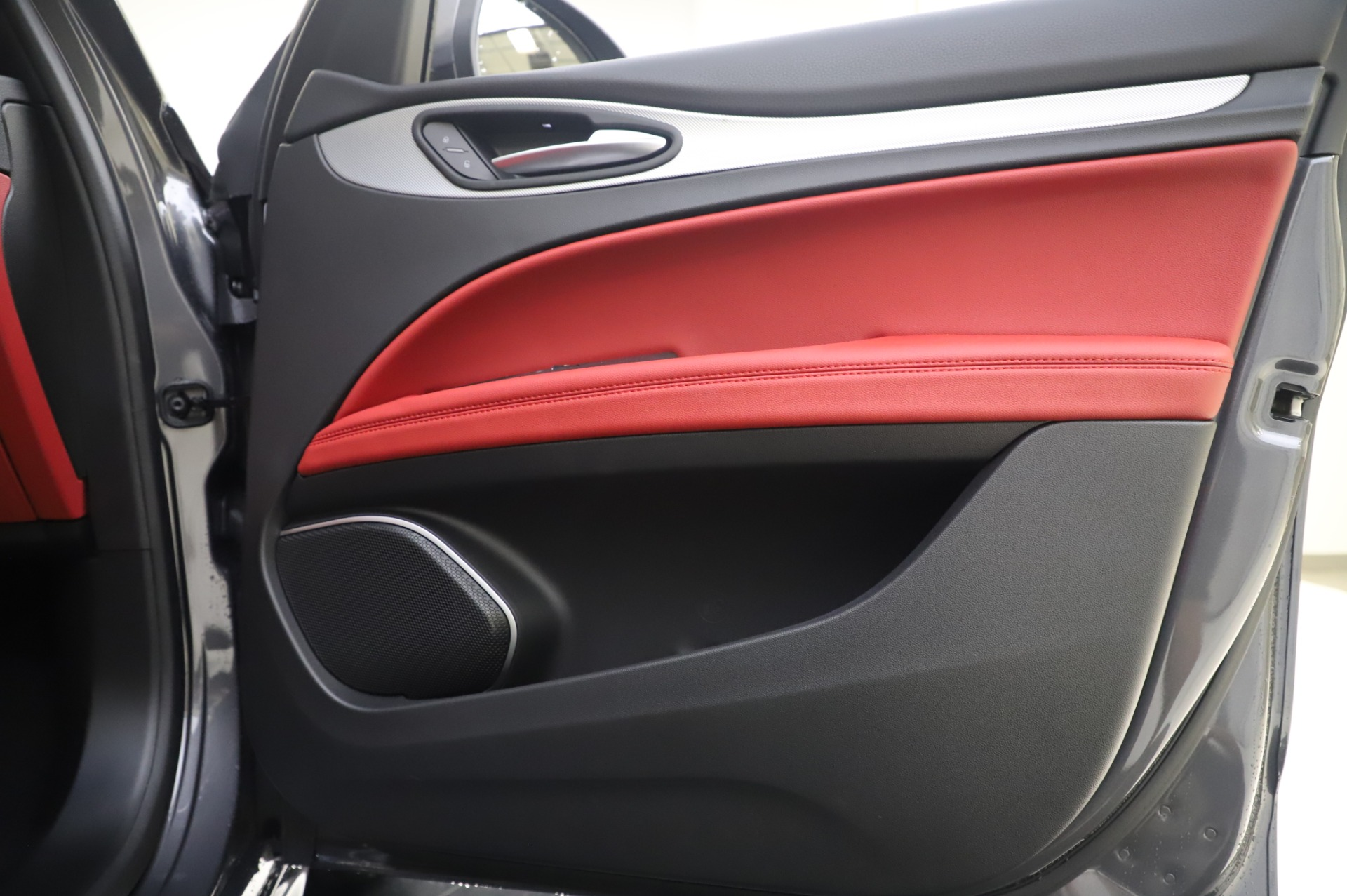 New-2020-Alfa-Romeo-Stelvio-Sport-Q4