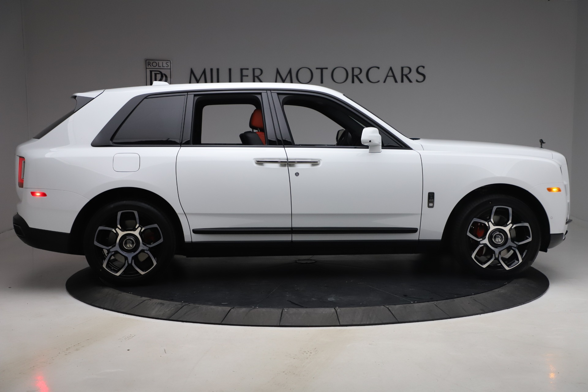 New-2021-Rolls-Royce-Cullinan-Black-Badge