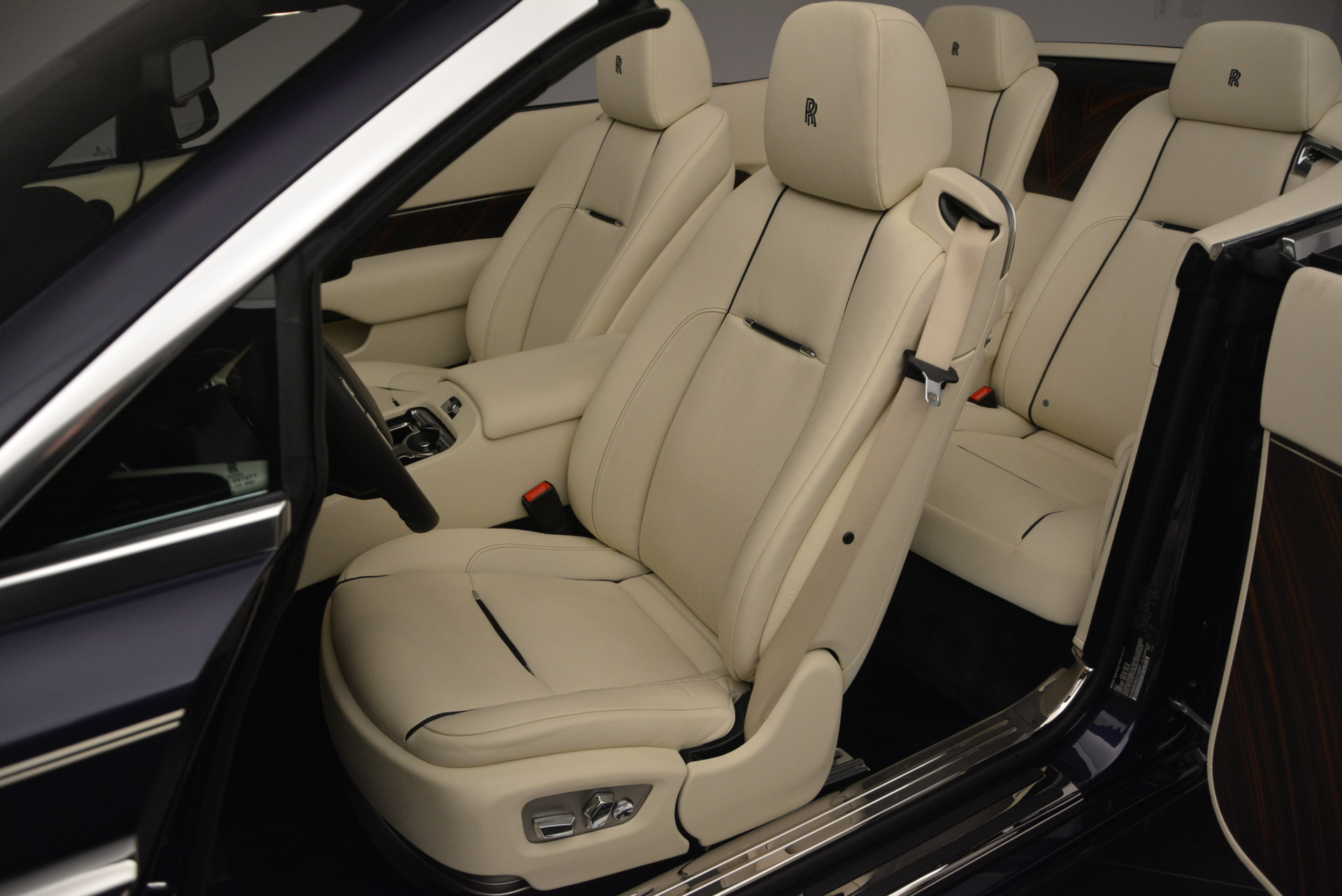 New-2016-Rolls-Royce-Dawn