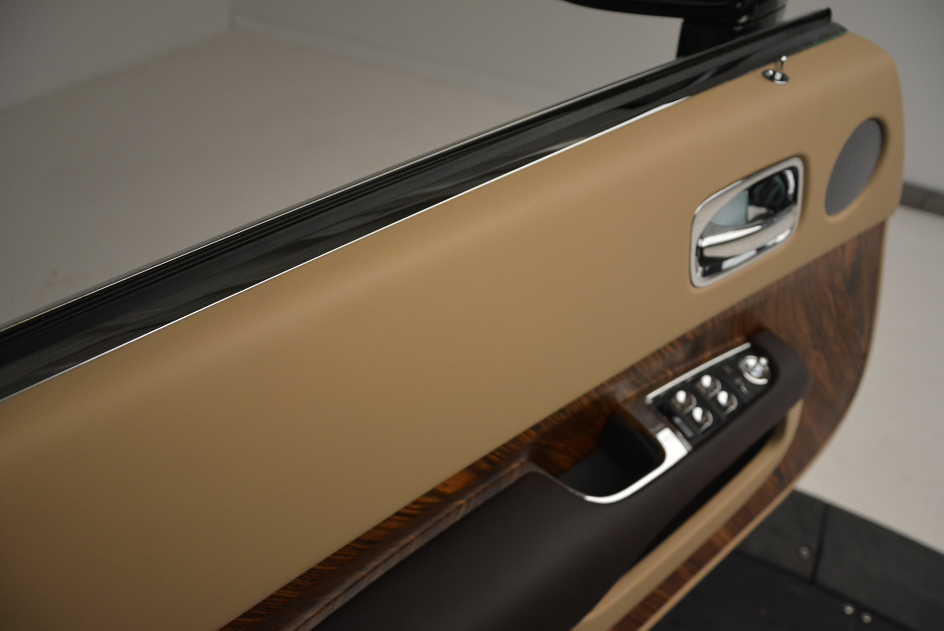 Used-2017-Rolls-Royce-Dawn