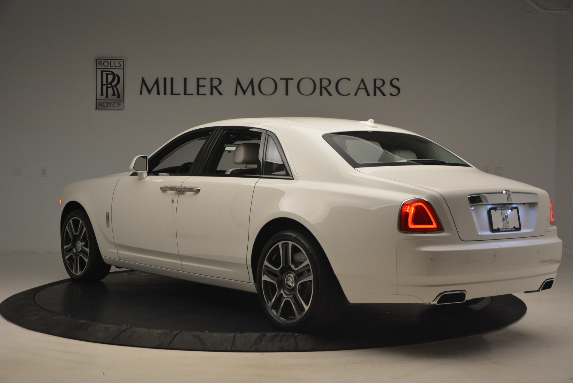 Used-2017-Rolls-Royce-Ghost